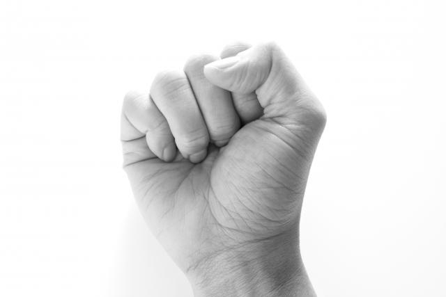 【第7回】保育士さんのお悩み相談|手を挙げる担任。任期満了前に辞めてもいいか?